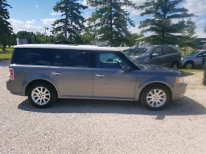 2009 Ford Flex LTD AWD.  $6,900.. MB vehicle.