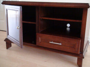 TV Stand / Table / Entertainment Console brown cherry wood