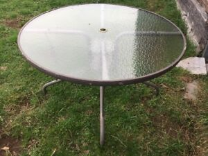 Table, round w/glass top