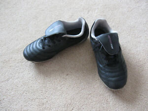 Boy's outdoor soccer shoes