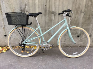 Beautiful like new Norco CityGlide 7 Mixte Cruiser with extras