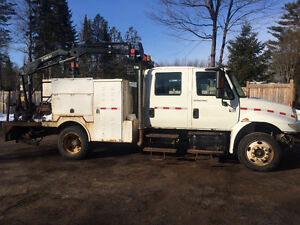 International 4200 Service Truck with Hiab, Hydraulic Brakes