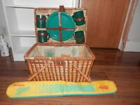 picnic basket with plactic plastic serving for 4