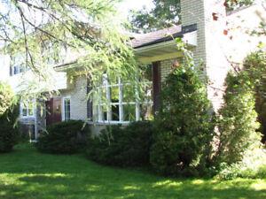 Maison a louer temporaire Sherbrooke; dec. a mi avril