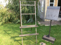 1 very solid art easel, display unit