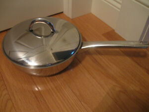 "LIKE-NEW LARGE 10"" ""CASA ELITE"" STAINLESS STEEL SKILLET / COVER"