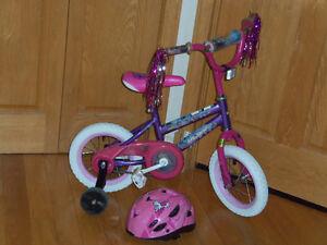 Bicyclette 12 pouces violet et rose avec casque