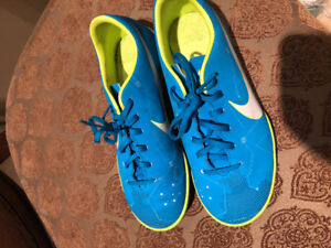 Girls size 4 Nike indoor soccer shoes gently used