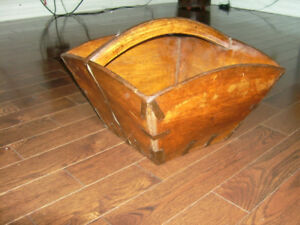 Seau  chinois ancien en bois/Old Chinese wooden  bucket