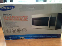 Samsung - 1.8 Cu. Ft.Over-the-Range/Four micro-ondes à hotte int