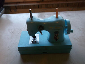 Holly Hobbie sewing machine Cornwall Ontario image 1