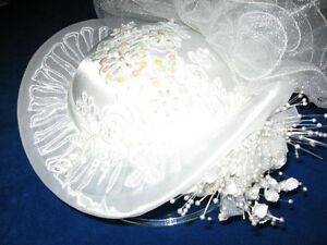 BRIDAL HAT AND VAIL