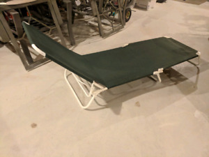 Folding lounger/cot