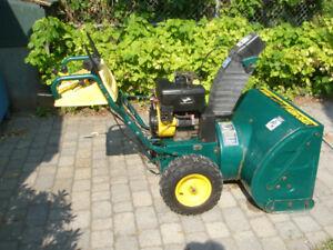 YARD-MAN souffleuse 13 hp/33 po.,PUISSANTE,parfaite condition.