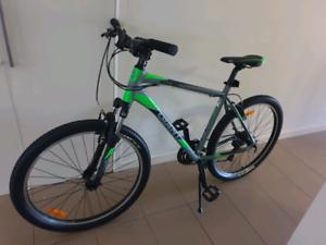 Giant mountains bike brand new n new Helmet 300