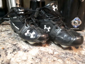 Size 9 US under armour football cleats