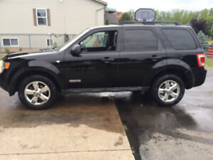 2008 Ford escape XLT with leather lady driven 189000 KM $4500