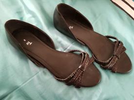 Ladies shoes/sandals size 8