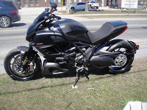 2011 DUCATI DIAVEL,MINT CONDITION,LOW KM,CARBON