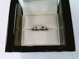 Lady's 18k gold and platinum diamond solitaire ring.