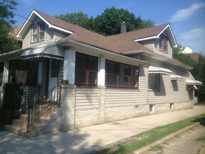 ☗BEAUTIFUL HOME STILL AVAIL – ALL INCL. DEAL STEPS FROM THE U☗