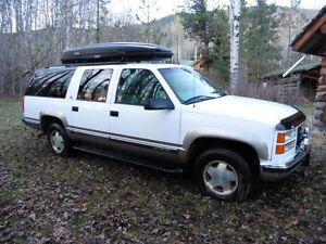 1999 GMC Suburban SLT, Trade for Pickup, Camper van or UTV Prince George British Columbia image 4