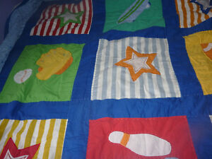Very cute boys' partially handcrafted quilt with 2 shams Kitchener / Waterloo Kitchener Area image 4