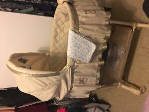 Unisex owl bassinett
