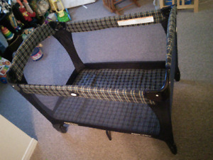 Graco Playpen / Pack and Play / Pack n play
