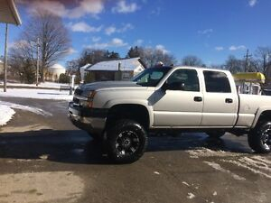 2004 Chevrolet Silverado 2500 leather Pickup Truck