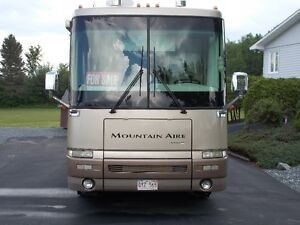 2001 Newmar Mountin Aire with 2 slideouts - immaculate condition