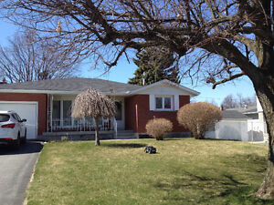 Great Location! Beautiful 3 bedroom bungalow for rent