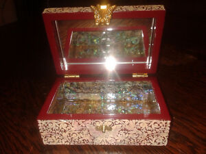 Lacquer inlaid mother of pearl jewellery box Kitchener / Waterloo Kitchener Area image 2