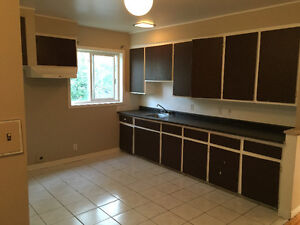 Nice 71/2 4 cl. bedrooms.Old Longueuil. $1150mth. Nothing inclu,