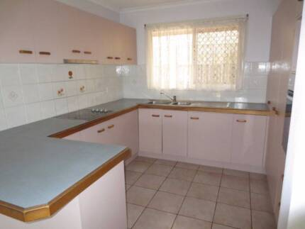 Used Kitchen (including oven, Cooktop & rangehood) Yamanto Ipswich City Preview
