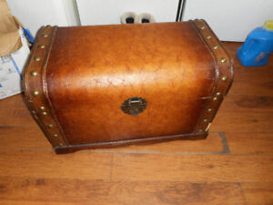 trunk missing a handle easily replaced 28 x 16 x 17