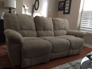 Lazy boy Couch with 2 Reclining Chairs for Sale!!