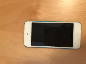 iPod Touch 5th Generation Great Condition Blue 32 GB