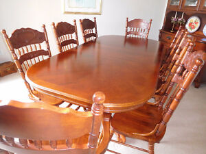 SOLID WOOD DINING ROOM SUITE SEATS 8