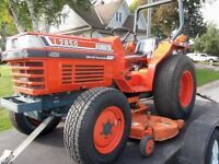 L2850 Kubota 4x4 , 4 cyl. diesel tractor with belly mower