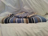 Enveloppe pour lit simple pour couette.