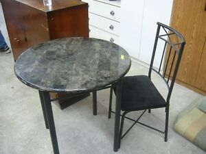 Round Kitchen Table & 1 Chair $30 obo Delivery is available