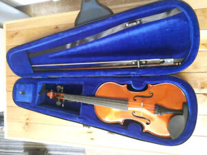 Excellent Condition Menzel Fiddle and Case.