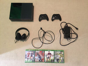 Great Condition Xbox One (Day One Edition) Package Deal
