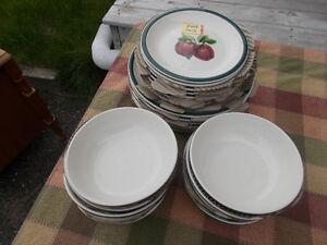 Set de vaisselles pour 8 personnes.