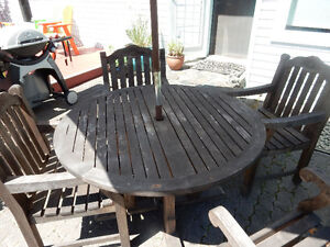 """48"""" Teak Table and Chairs Comox / Courtenay / Cumberland Comox Valley Area image 2"""