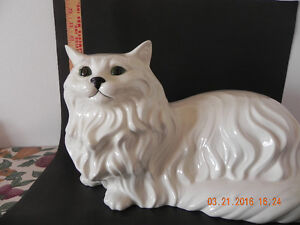 Ceramic Cat ( Reduced Price) to $35.00 West Island Greater Montréal image 4