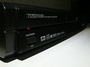 Toshiba SD-2800 DVD/CD Player With ZOOM