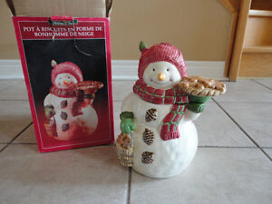 Decorative ceramic snowman cookie jar brand new in box London Ontario image 3