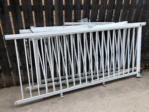 White Metal Deck Rail